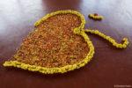 Om en fleurs, sur le sol de l'ashram